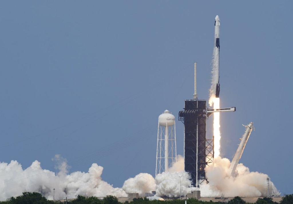 Start rakiety Falcon 9 z kapsułą Dragon