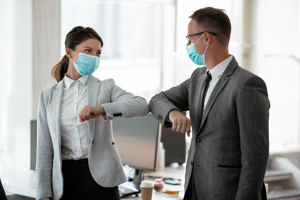 Utrzymaj dystans fizyczny także w biurze!
