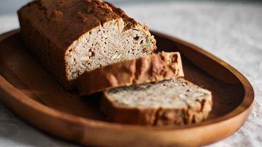 Jak upiec chleb bez drożdży? Przepis z siedmiu składników, który warto przetestować