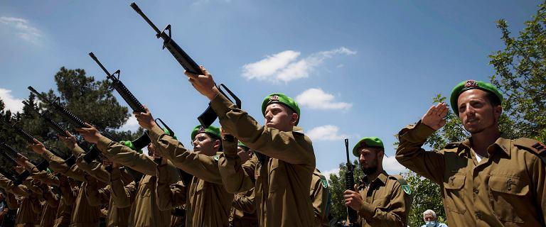 Izrael gromadzi wojska na granicy i opracowuje plany lądowej inwazji