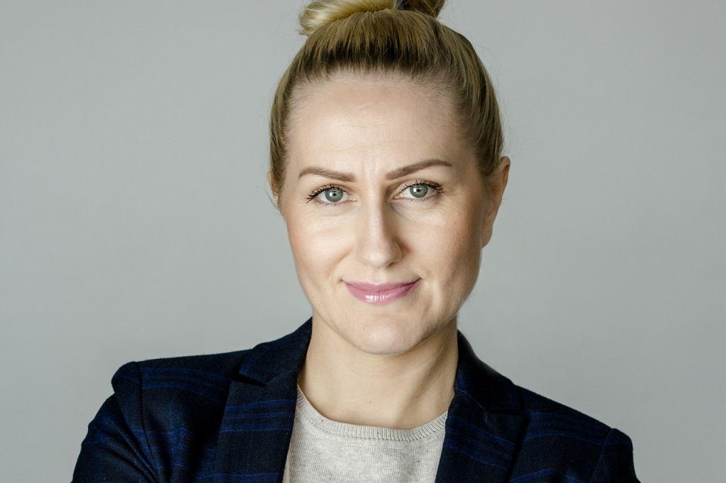 Mariola Kozłowska-Nowak  jako profesjonalna tłumaczka polskiego języka migowego pracuje od 15 lat.