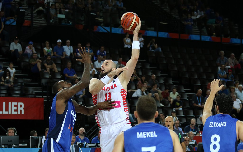 EuroBasket 2015. Polska - Izrael. Rzuca Marcin Gortat
