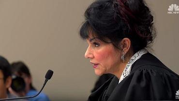 USA. Sędzia Rosemarie Aquilina ogłasza wyrok ws. molestowania gimnastyczek przez lekarza. Larry Nassar został skazany na 175 lat więzienia za skrzywdzenie przez 30 lat co najmniej 150 kobiet.