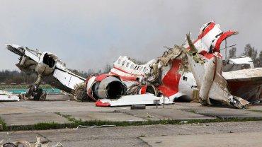 Szczątki polskiego TU 154 M na lotnisku w Smoleńsku