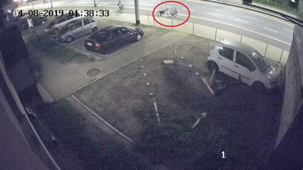 Wypadek rowerzysty zarejestrowały kamery monitoringu
