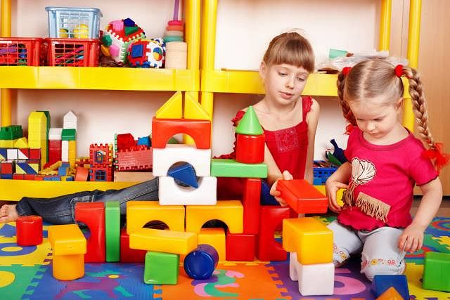 Dzieci z zaburzeniami integracji sensorycznej maja kłopoty z dopasowywaniem klocków oraz puzzli