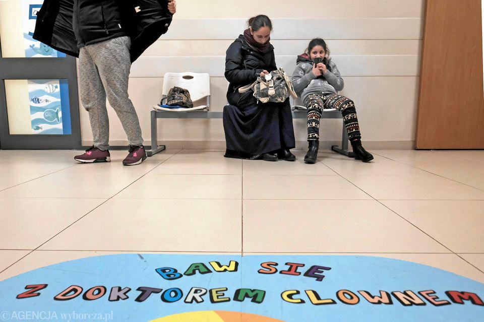 Lekarka Wyrzuciła Za Drzwi Romską Dziewczynkę I Jej Matkę