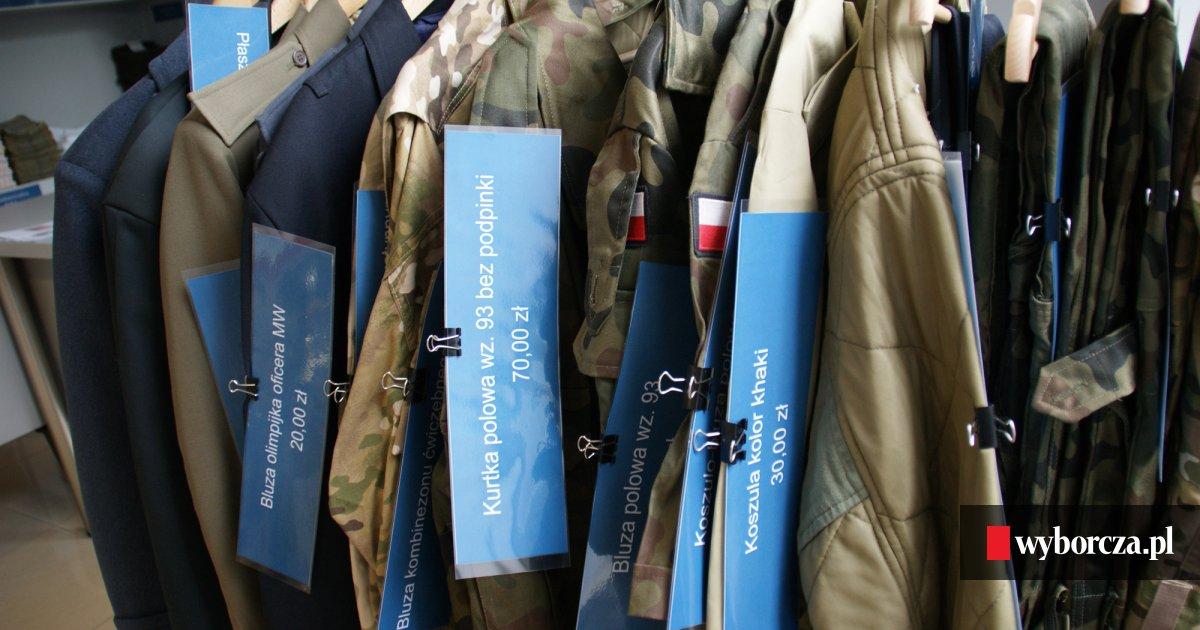 9255484c9419af 'Ustrzel okazję' - tak się reklamuje sklep z AMW z powojskowym sprzętem i  odzieżą