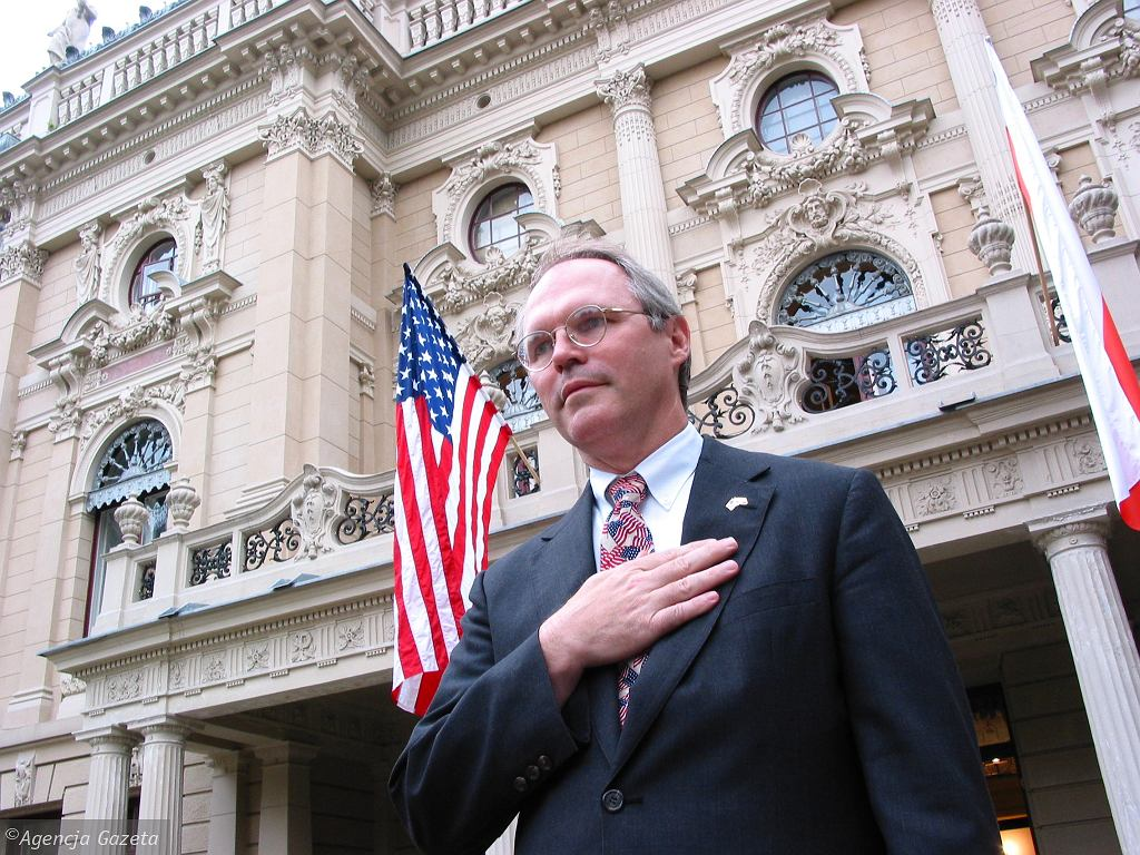 Ambasador USA w Polsce Christopher R. Hill, 2001 rok
