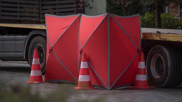 Do tragicznego wypadku doszło w Pniewach k. Grójca. Samochód osobowy uderzył w tira. Zdjęcie ilustracyjne