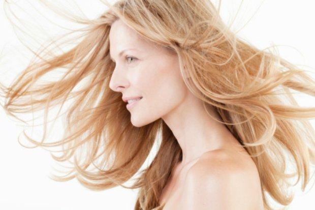 Suche włosy pielęgnacja