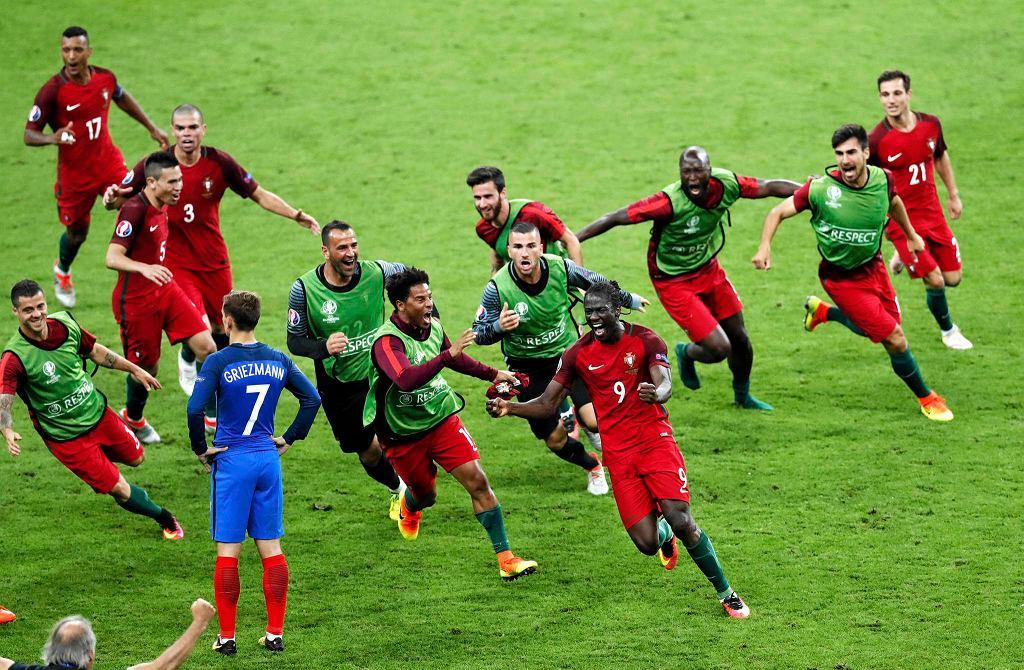 Radość piłkarzy Portugalii po triumfie w Euro 2016.