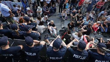 20.07.2017 Warszawa , Sejm . Protestujący przed Sejmem po uchwaleniu nowelizacji ustawy o Sądzie Najwyższym .