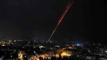 Syryjskie siły prorządowe strzelają w powietrze, świętując przejęcie kontroli nad całym Aleppo