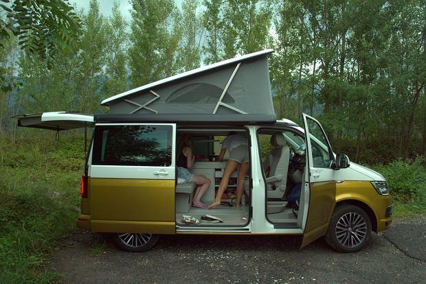 Transformacja osobowego vana w sypialnię lub kuchnię (na zdjęciu) zajmuje mniej niż 10 minut.