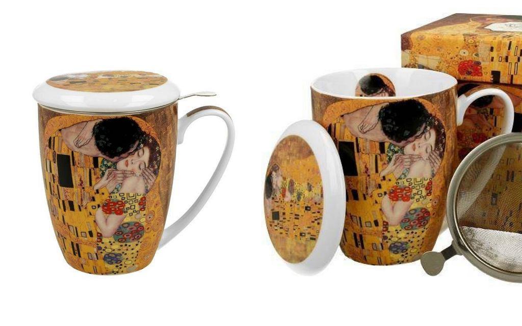 Elegancki kubek porcelanowy z grafiką przedstawiającą dzieło 'Pocałunek' Gustava Klimta.