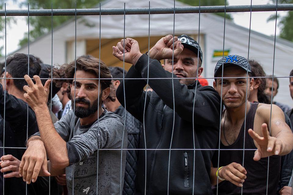Litwini obóz dla migrantów z Bliskiego Wschodu przerzucanych przez granicę przez władze białoruskie ulokowały we wsi Rudniki pod Solecznikami