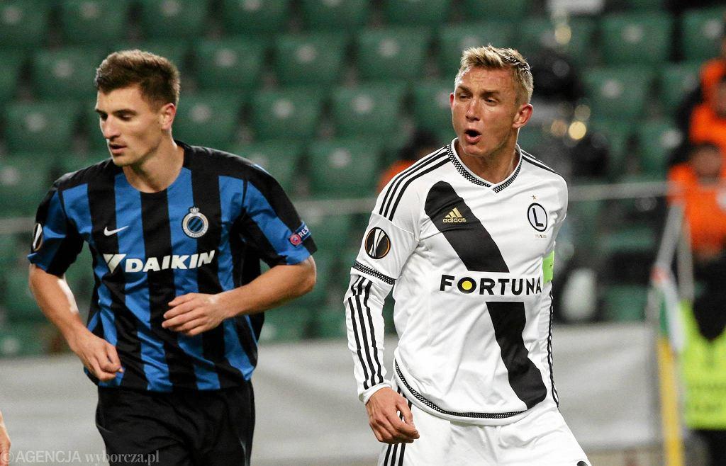 Jakub Rzezniczak podczas meczu fazy grupowej Ligi Europejskiej Legia Warszawa - Club Brugge