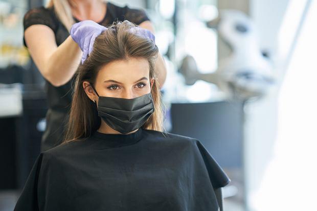 Jak dopasować fryzurę do twarzy? Ten banalny trik pomoże ci to sprawdzić