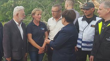 Premier Beata Szydło w sztabie kryzysowym we wsi Rytel.