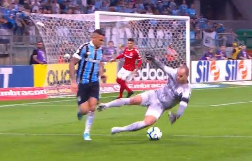 Brutalny faul w lidze brazylijskiej