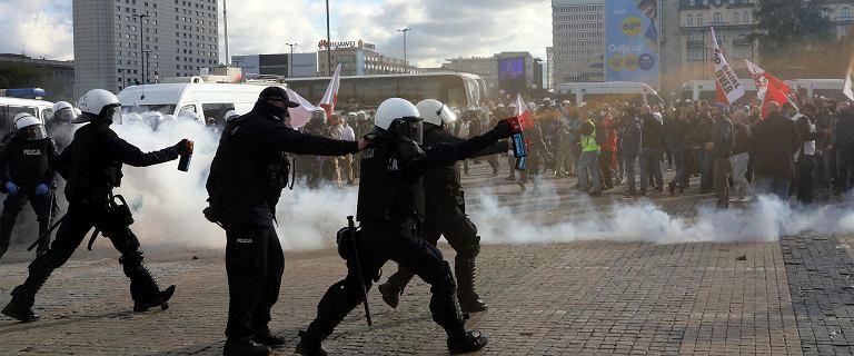 """Policja: 278 osób zatrzymanych po protestach w Warszawie. """"Zgromadzenie było nielegalne"""""""