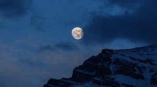 Pełnia w listopadzie- może mieć na nas duży wpływ. Czym jest Mroźny Księżyc?
