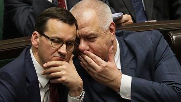 Premier rządu PiS Mateusz Morawiecki , oraz minister aktywów państwowych Jacek Sasin podczas pierwszego posiedzenia Sejmu X kadencji. Warszawa, 13 listopada 2019