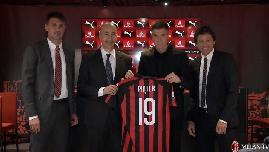 Krzysztof Piątek podczas oficjalnej prezentacji w barwach Milanu