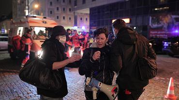 Strajk Kobiet - manifestacja przeciw zaostrzaniu prawa aborcyjnego. Policja potraktowała demonstrantki gazem. na zdjęciu Klementyna Suchanow. Warszawa, 18 listopada 2020