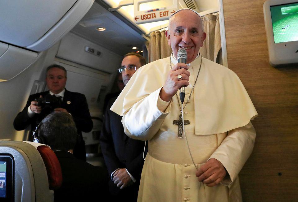 Papież Franciszek w samolocie z Rzymu do Zjednoczonych Emiratów Arabskich w ubiegłym tygodniu