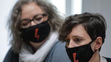 bKonferencja prasowa Oglnopolskiego Strajku Kobiet w Warszawie w sprawie szczytu Rady Europejskiej