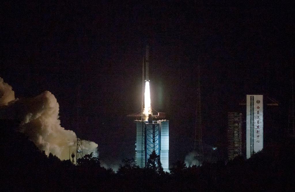 Chiny umieściły na orbicie satelitę, chcą badać ciemną stronę Księżyca