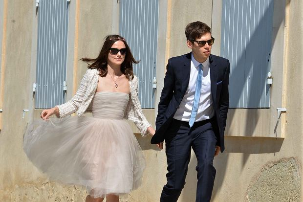 ?PHOTOPQR/LA PROVENCE ; Mariage de l'actrice anglaise Keyra Knightley et du chanteur James Righton dans le village de Mazan, pr?s d'Avignon  Marriage of British actress Keira Knightley and James Righton of Klaxons singer Mazan near Avignon in Provence where the actress has a house.  The photos are taken in and out of the village hall.  NO CREDIT one agency in competition (Spread)