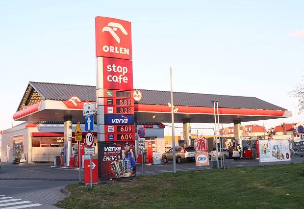 Na Orlenie już ponad 6 zł za litr paliwa. Obajtek przestał bronić cen