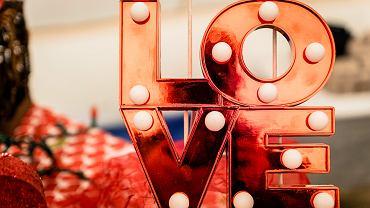 Walentynki 2021. Najpiękniejsze życzenia i wierszyki dla zakochanych (zdjęcie ilustracyjne)
