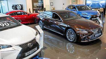 Salon samochodowy Lexus Toyota w Krakowie.