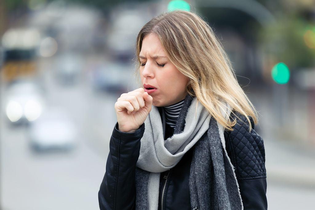 Atak bakterii, wirusów, a może coś innego? Skąd ten kaszel?