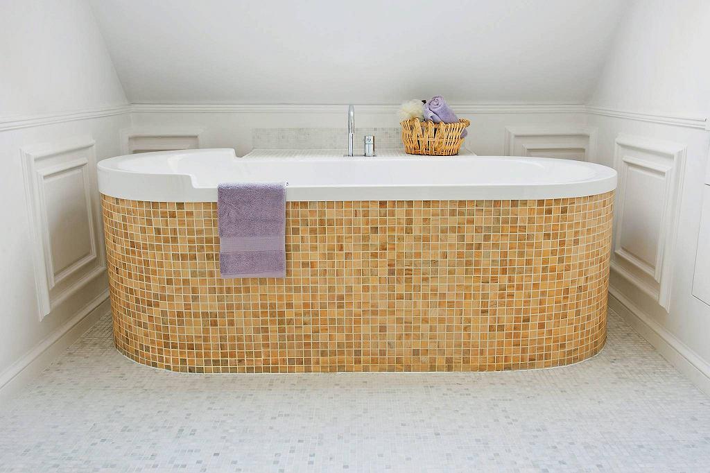 Obudowa z mozaiki drewnianej, dąb Dunin Etn!c Dunin?.38 zł/plaster 31,7 x 31,7 cm