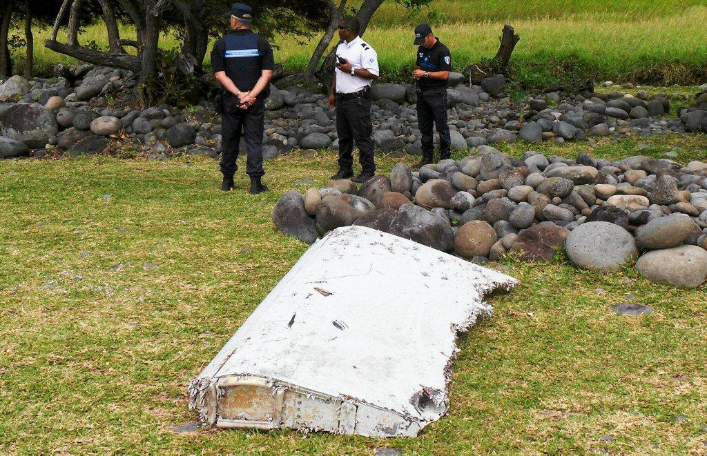 Francuskie służby badają znaleziony przy brzegu wyspy Reunion fragment skrzydła samolotu