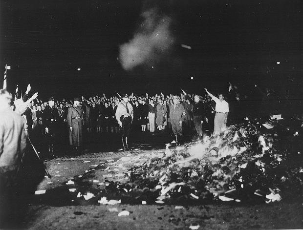 Palenie książek w Niemczech w 1933 roku