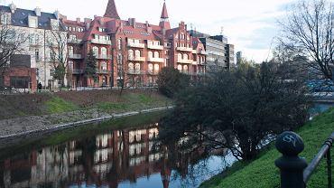Budynki mieszkalne i biurowe na terenie dawnego szpitala przy pl. Jana Pawła II we Wrocławiu