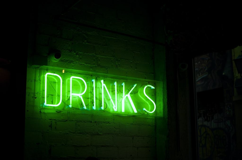 neon, zielone piwo