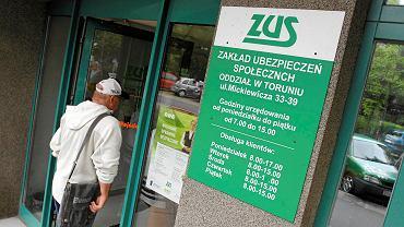 ZUS: Oskładkowanie umów zleceń da 4 mld.