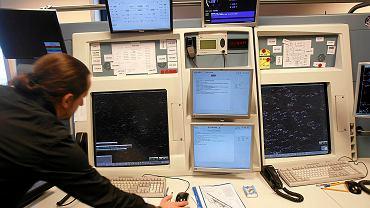 Sala kontroli zbliżeń w wieży kontroli lotów na lotnisku w Pyrzowicach