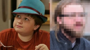 """Angus T. Jones znany jest przede wszystkim z serialu """"Dwóch i pół"""" (na zdjęciu po lewej w 2003 r.). W ciągu ostatnich 13 lat jego wygląd ulegał wielu przemianom - zobaczcie jak wyglądała jego metamorfoza."""