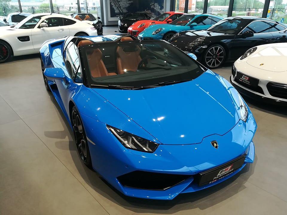 Bardzo modny w tym sezonie roadster Lamborghini