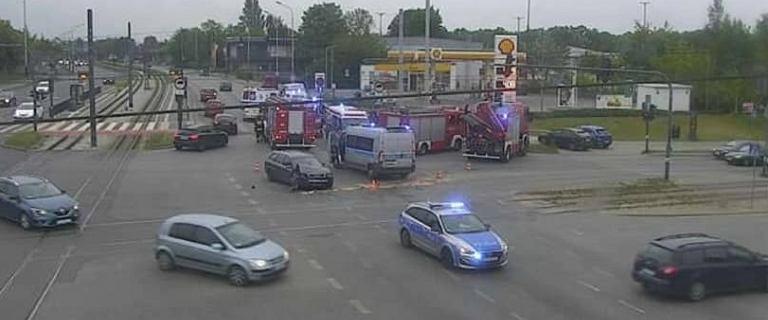 Łódź. Pijany kierowca staranował fiata na skrzyżowaniu, 16-latka walczy o życie