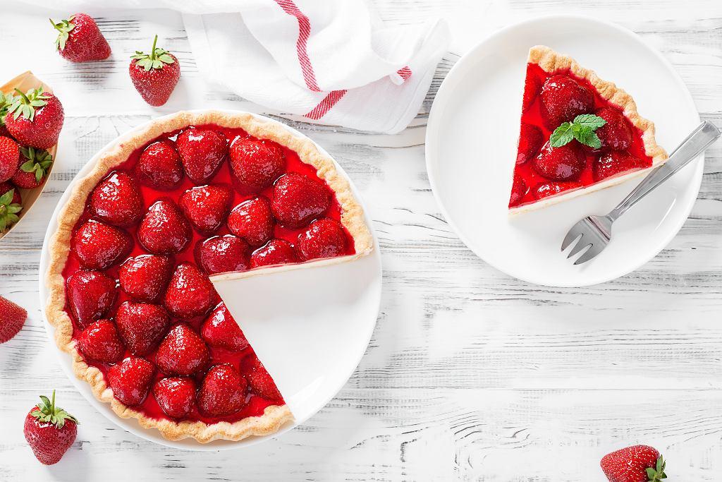 Prosty przepis na lekkie ciasto z truskawkami to hit w sam raz na upały. Zdjęcie ilustracyjne, nelea33/shutterstock.com
