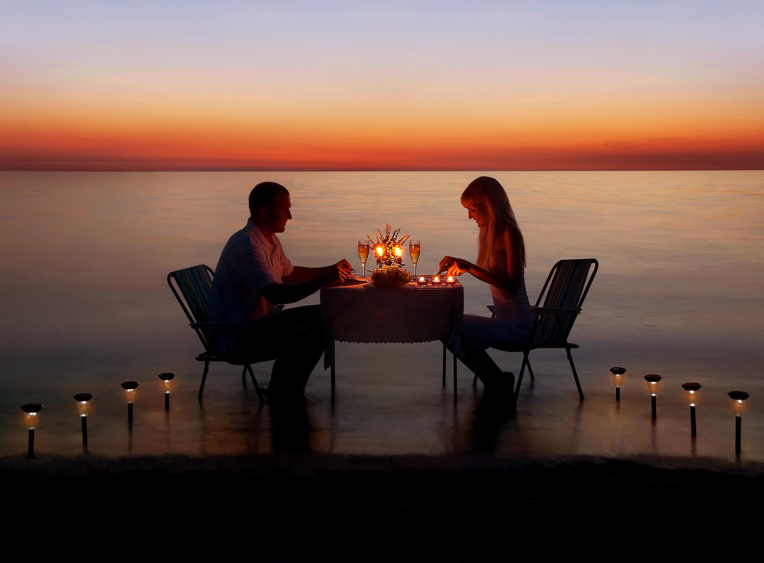 Socjolog: Świat się zmienił i to dobrze, że pary młode dojrzewają do tego, żeby swoje własne święto obchodzić dokładnie tak, jak one tego chcą (fot: Shutterstock.com)